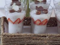 Sekt-Sahnecreme mit Erdbeeren