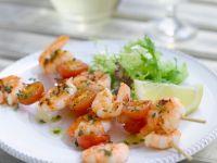 Shrimps-Spieße mit Tomaten