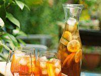 Sommerbowle mit Gurke, Orangen und Zitronen
