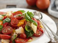 Sommerlicher Brot-Tomaten-Salat