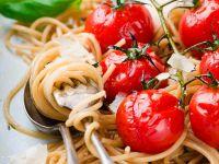 Spaghetti aus Vollkornmehl mit Kirschtomaten und Parmesan