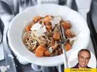 Spaghetti mit Kürbis und Walnusspesto