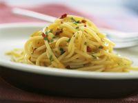 Spaghetti mit Knoblauch, Öl und Chili (Aglio, olio e peperoncino)