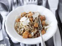 Spaghetti mit Kürbis und Walnusspest