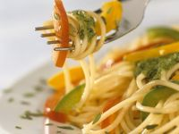 Spaghetti mit Paprika und Pesto