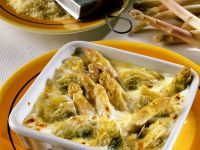 Spargel-Gratin mit Artischocken und Käse