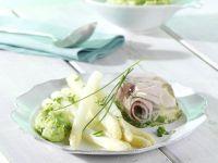 Spargel mit Kräuter-Schinken-Aspik und grünem Kartoffelpüree