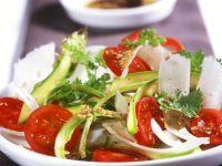 Spargel-Tomaten-Carpaccio mit Sesam-Vinaigrette