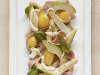 Spargelsalat mit Avocado, Schinken und Kartoffeln