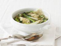 Spargelsuppe mit Garnelen-Teigtaschen (Wan Tan)