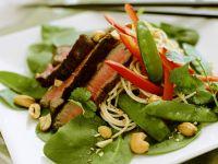 Spinat-Nudelsalat mit Steakstreifen