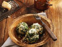 Spinatklösse mit Parmesan und Nussbutter