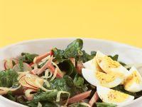 Spinatsalat mit Ei, Schinken und Radieschen