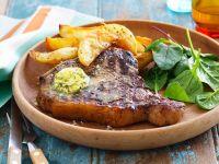 Steak mit Kartoffeln und Kräuterbutter