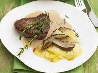 Steak mit Steinpilz-Kartoffelgratin