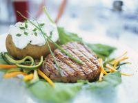 Steak und Backkkartoffel mit Kräuterquark