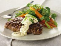 Steak vom Grill mit Béarner Sauce und Karotten