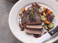 Steak vom Rind mit Eierschwammerl und Zucchini