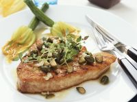 Steak vom Thunfisch mit Kapern