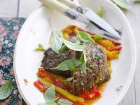 Steaks vom Bison mit Pesto und Paprika