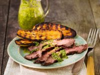 Steakstreifen, Grill-Kürbis und Pesto