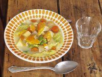Suppe aus Kohl mit geräuchertem Schellfisch