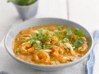 Suppe aus Singapur mit Garnelen und Nudeln