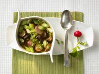 Suppe mit Shiitake, Lauchzwiebeln und Radieschen