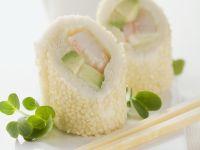 Sushi auf italienische Art mit Weißbrot, Avocado und Garnele