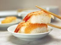 Sushi mit Garnele oder Lachs