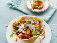 Tacoschale mit Gemüsesalat