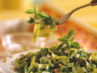 Tagliatelle mit Zwiebeln, Spinat und Kräutern