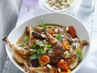 Tajine mit Hähnchen, Zimt, Aprikosen und Mandeln