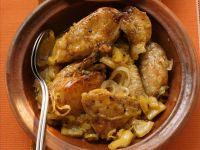 Tajine mit Schmorhähnchen und Zwiebeln