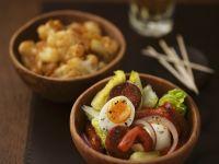Tapas: Salat mit Ei und Chorizo, würziger Blumenkohl