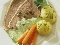 Tellerfleisch mit grüner Soße und Gemüse