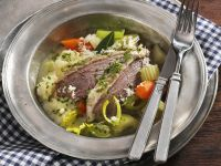 Tellerfleisch mit Meerrettich, Gemüse und Kartoffelpüree