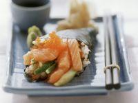 Temaki mit Lachs und Kaviar