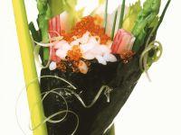 Temaki-Sushi mit Kaviar und Spargel