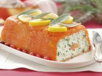 Terrine mit geräuchertem Lachs und Kräuterfrischkäse