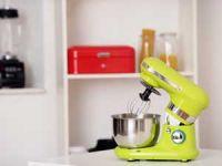 Grüne Kitchen Aid auf einem Küchentresen