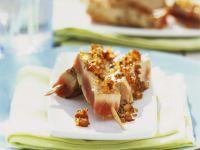 Thunfisch am Spieß mit Ingwer-Sesam-Kruste