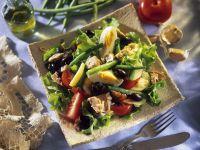 Thunfisch-Bohnen-Salat mit Kartoffeln, Oliven und Ei
