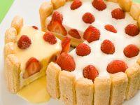 Tiramisu Torte mit Erdbeeren und Eierlikör