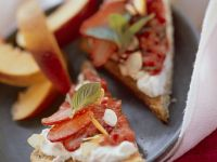Toast mit Quark und Erdbeeren