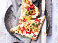 Toast mit Ricotta und Paprika