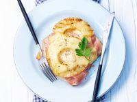 Toast mit Schinken, Ananas und Käse überbacken