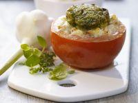 Tomate mit Füllung und Kräuterhaube