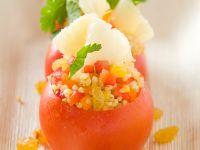 Tomaten mit Bulgur und Ananas