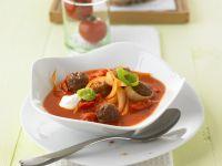 Tomaten-Zwiebel-Suppe mit Hackklößchen